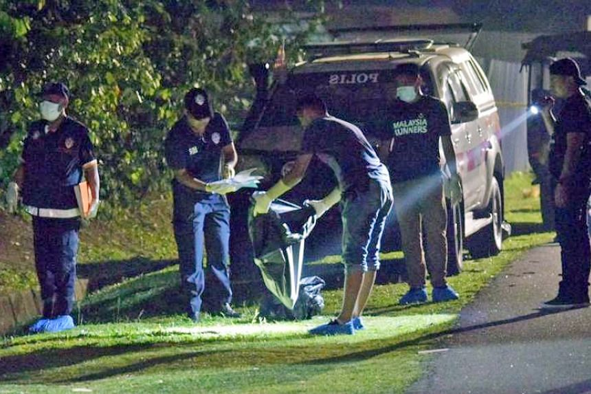 The dismembered remains of the victims, without heads and hands, were discovered last Thursday in Melaka. The suspect was arrested last Friday with the cooperation of the Singapore authorities and handed over to the Malaysian police. Left: Police ins