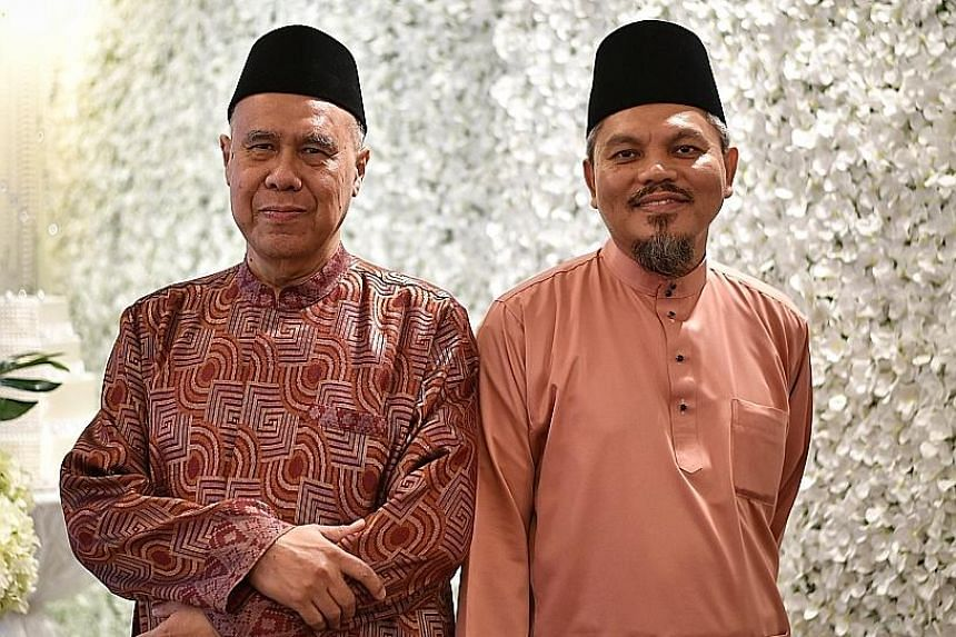 Ustaz Syed Ahmad Syed Mohamed (at left), who has been the Registrar of Muslim Marriages for 14 years, will be succeeded by Ustaz Nor Razak Bakar, who has been deputy registrar and a marriage solemniser for 20 years.