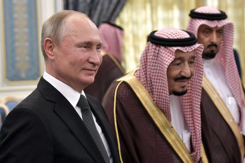 Russian President Vladimir Putin (left) and Saudi Arabia's King Salman attend the official welcome ceremony in Riyadh, Saudi Arabia on Oct 14, 2019.