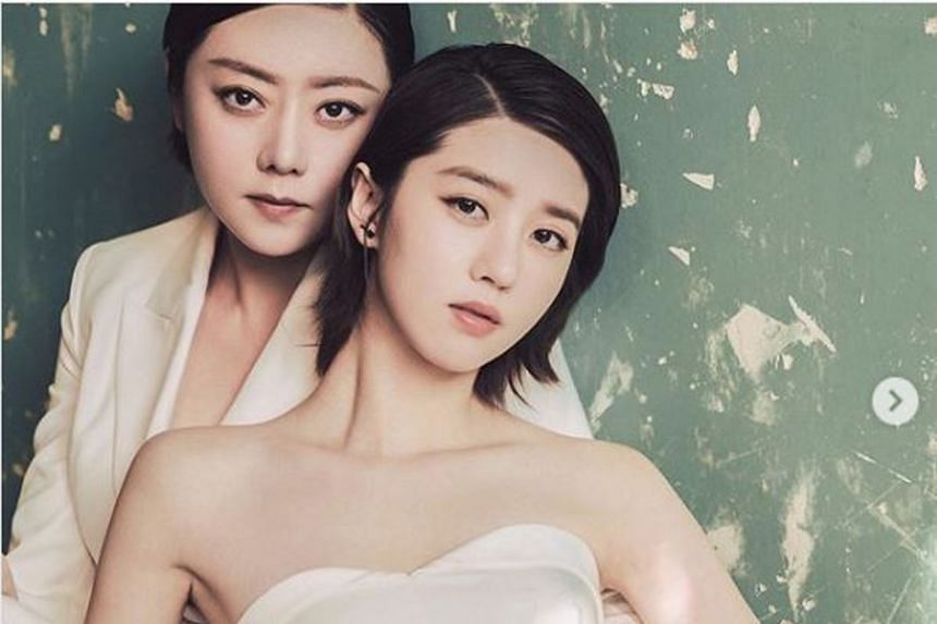 Eleanor Lee (right), the daughter of actress and television host Quan Yifeng (left), wrote a heartfelt social media post about her mother.
