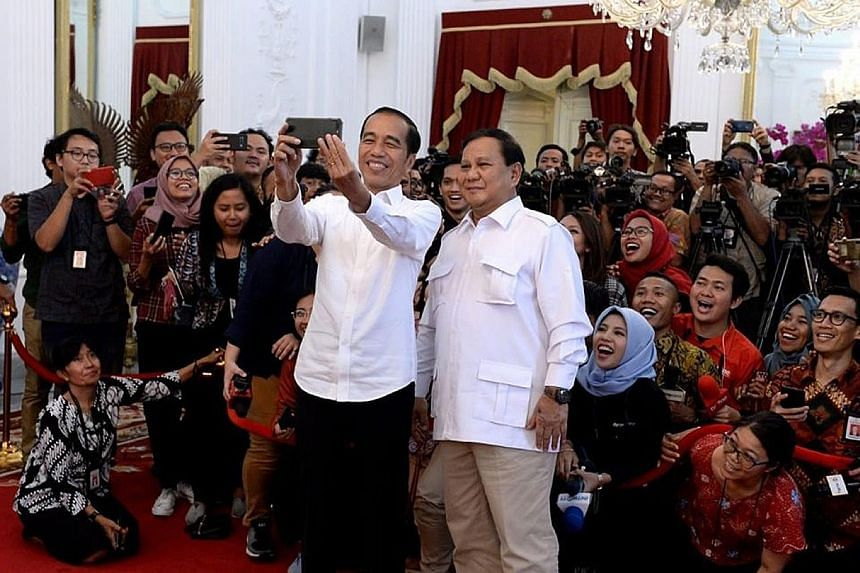 """Indonesian President Joko Widodo taking a selfie with Mr Prabowo Subianto last Friday. Mr Joko wrote on Facebook that he met his """"good friend"""" at the Istana, adding: """"When the global economy is down, security and political stability are needed. Of co"""