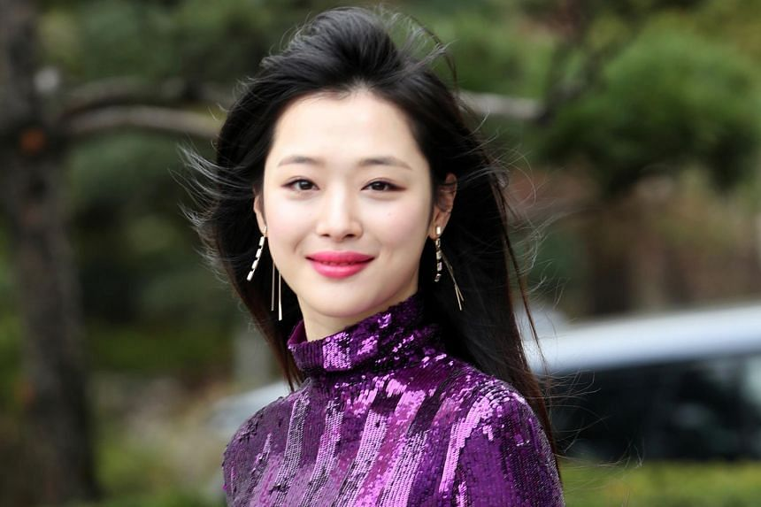 Sulli, who took a break from show business in 2014, reportedly asked her agency to go after netizens who posted spiteful comments.