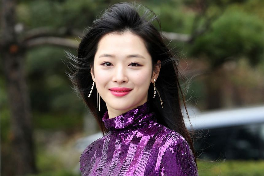Actress-singer Sulli (above) had a private send-off which was attended by her former bandmates in girl group f(x).