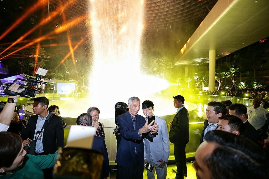 Prime Minister Lee Hsien Loong taking a wefie with local Mandopop star JJ Lin during a light and sound show at the official opening of Jewel Changi Airport yesterday. With them was Mrs Lee (left). ST PHOTO: KEVIN LIM