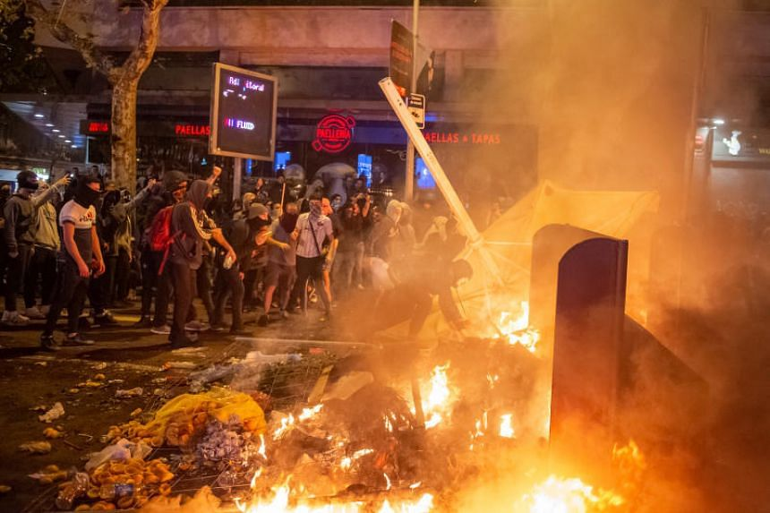 Demonstrators burn a barricade during clashes with policemen, after a protest against the jailing of nine Catalan leaders, in Barcelona on Oct 20, 2019.