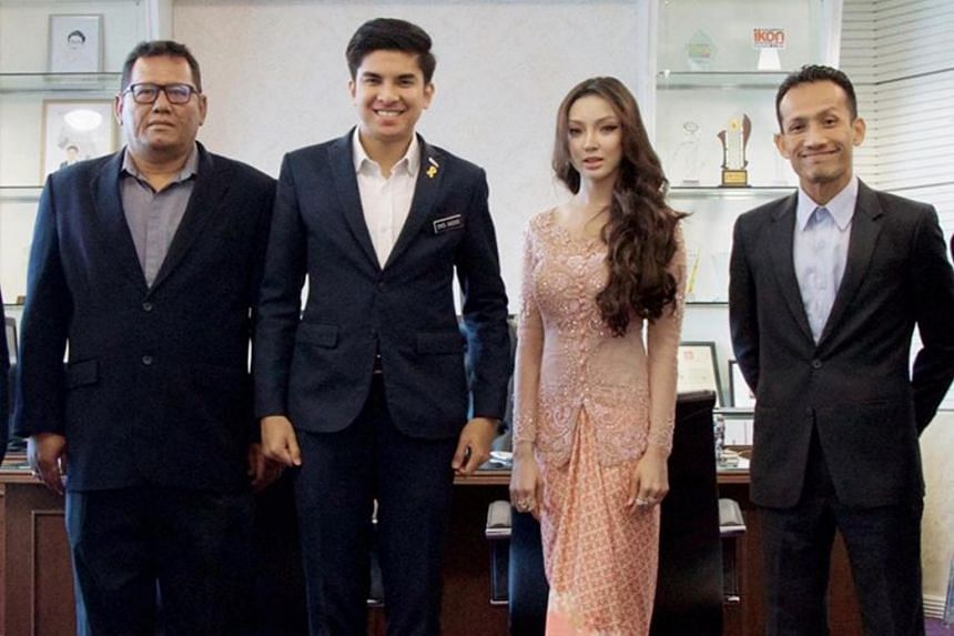 A video and pictures showing a woman wearing a peach-coloured baju at the meeting in the office of Malaysia's Youth and Sports Minister Syed Saddiq Syed Abdul Rahman have been widely shared.