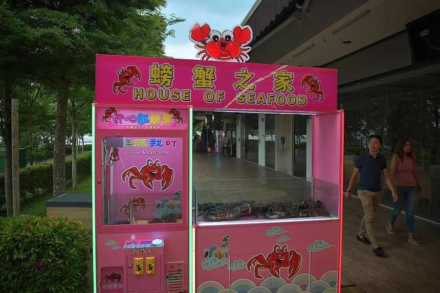 Punggol restaurant House of Seafood apologised yesterday for causing unhappiness over a machine that was criticised for being cruel to crabs.