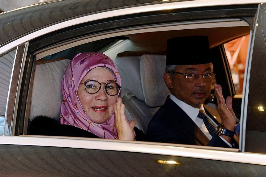 Tunku Azizah Aminah Maimunah Iskandariah, with her husband, Sultan Abdullah Ri'ayatuddin, the reigning king. The Queen has uploaded a letter of appreciation from the late Mr Lee Kuan Yew for her spicy gift.