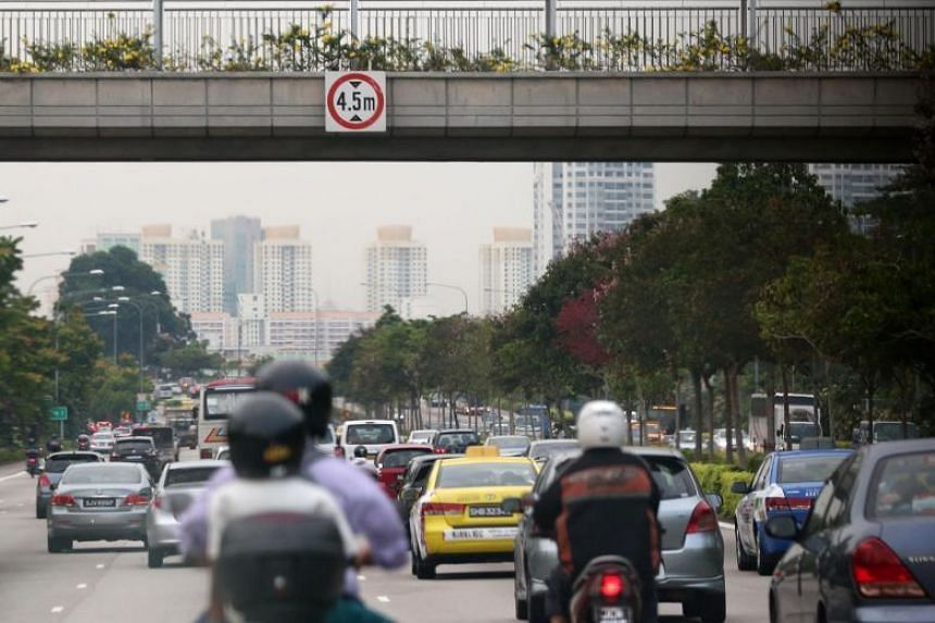 Heavy traffic along the Central Expressway (CTE) on a hazy day.
