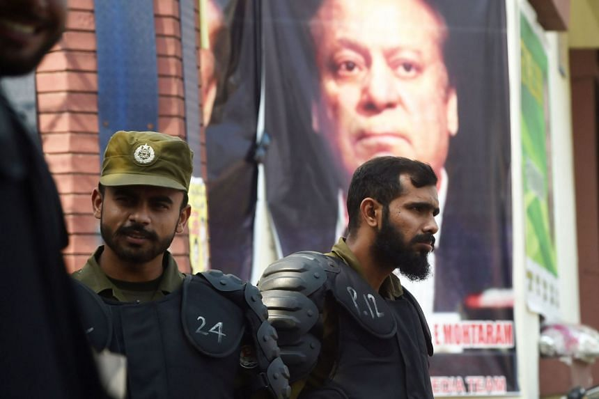 Police outside a hospital in Lahore where former Pakistani Prime Minister Nawaz Sharif is admitted, on Oct 24, 2019.