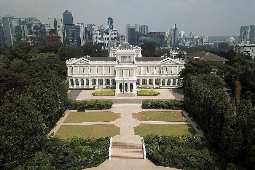 The Istana's main building, similar to many 18th-century neo-Palladian-style buildings designed by the British, sits atop a hill around 40m high. The Ceremonial Plaza in front of the Istana's main building, where formal ceremonies are held to welcome