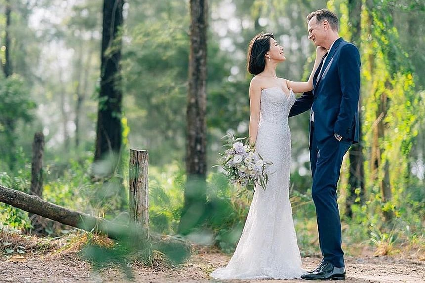 Television host and actress Belinda Lee married American architect David Moore on Sunday.