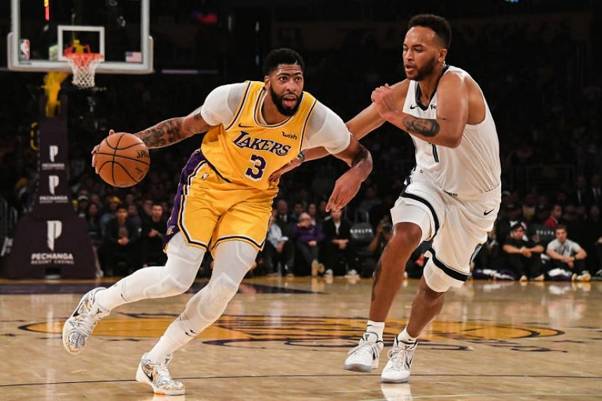 Los Angeles Lakers forward Anthony Davis (left) works around the defence of Memphis Grizzlies forward Kyle Anderson during a game at the Staples Center on Oct 29, 2019.