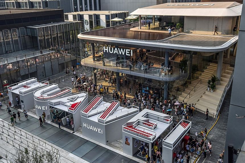 Huawei's new flagship store in Shenzhen. While the Chinese smartphone market contracted by 3 per cent in the third quarter compared with a year earlier, Huawei smartphones made up 41.5 million of the 97.8 million shipped in the period.