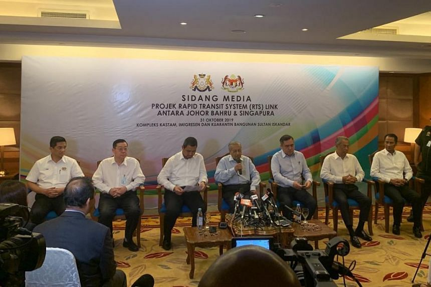 Malaysia's Prime Minister Mahathir Mohamad (centre) speaks during a press conference at the Customs, Immigration, and Quarantine Complex in Johor Baru on Oct 31, 2019.