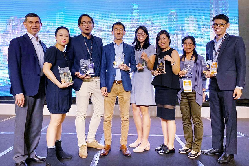 (From left) Straits Times editor Warren Fernandez with award recipients ST senior executive content producer Denise Chong; Stomp editor Azhar Kasman; product manager in digital media products Joash Yeo; business development manager in the Chinese Med