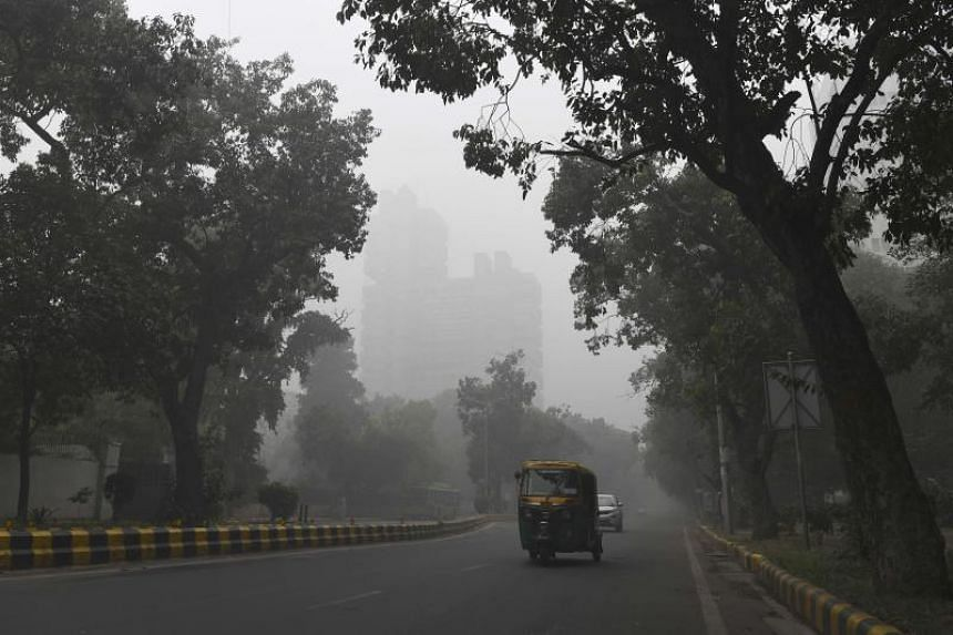 A street in New Delhi is seen under heavy smog conditions on Nov 3, 2019.