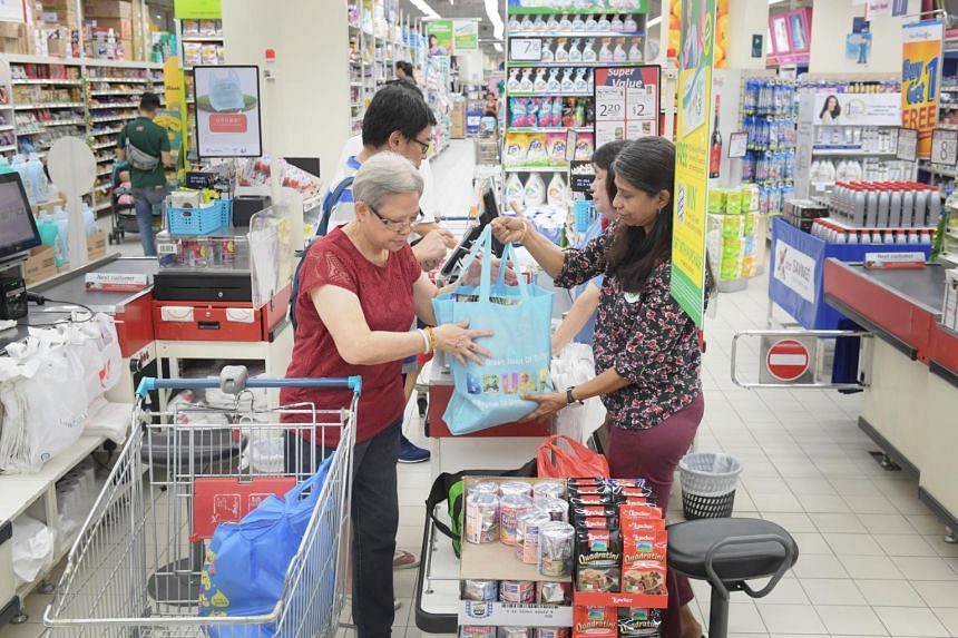 Madam Foo Fah Yin, 70, using reusable bags for her groceries on Sept 16, 2019.