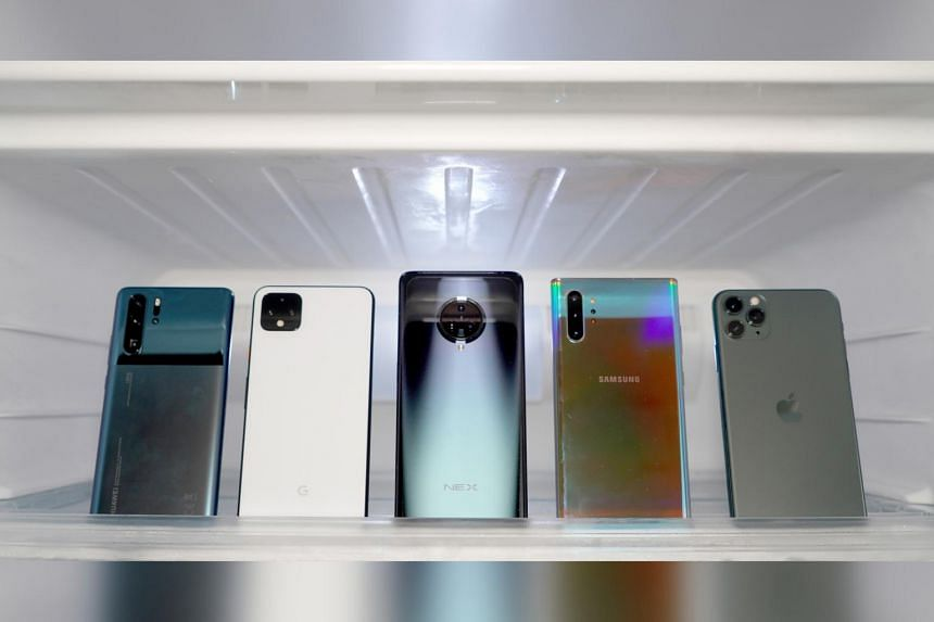For our flagship smartphone camera shootout this year, we tested five large-display smartphones (with screens above 6 inches) from the major brands with prices ranging from $1,299 to $2,349.