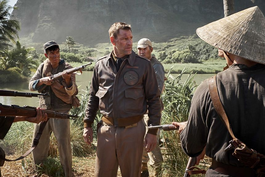 Aaron Eckhart (centre) in Midway.