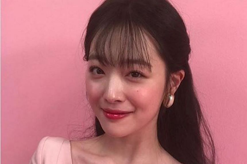 South Korean singer and actress Sulli was vilified online for going against the country's social norms - from wearing a shirt without a bra in public and being candid about her romantic relationships to live-streaming a drinking session with friends.