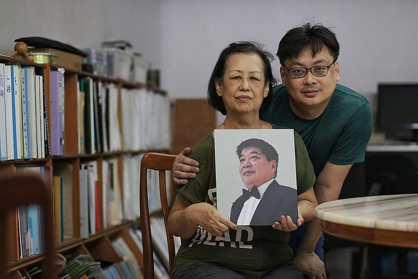 Musician Lin Ying Fong and his mother Ng Meow Hoe with a photo of his father, veteran musician Lin Ah Leck, who died from dengue last month.