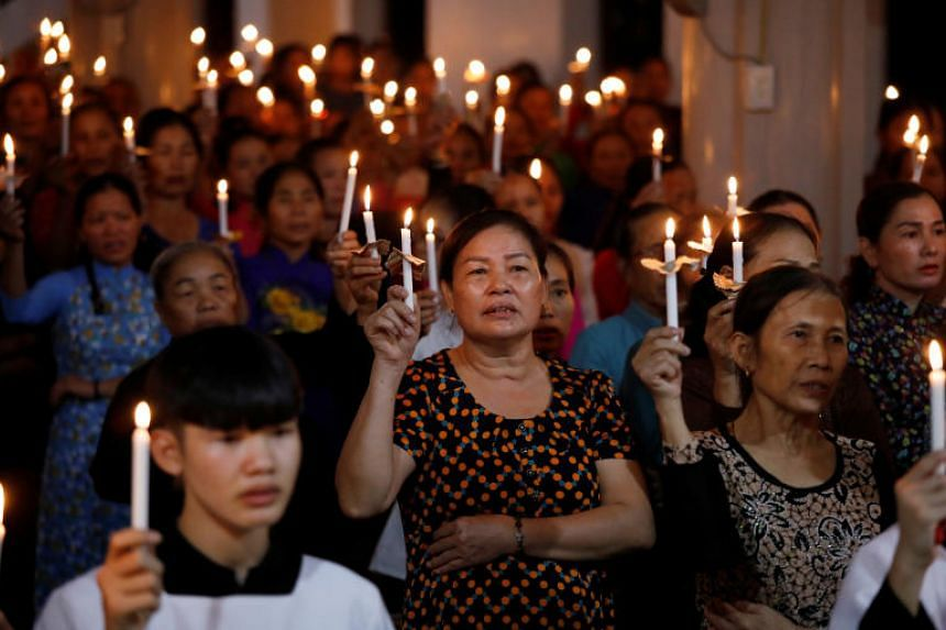In a photo taken on Oct 26, Catholics attend a mass prayer for 39 people found dead in the back of a truck near London at My Khanh parish in Nghe An province, Vietnam.