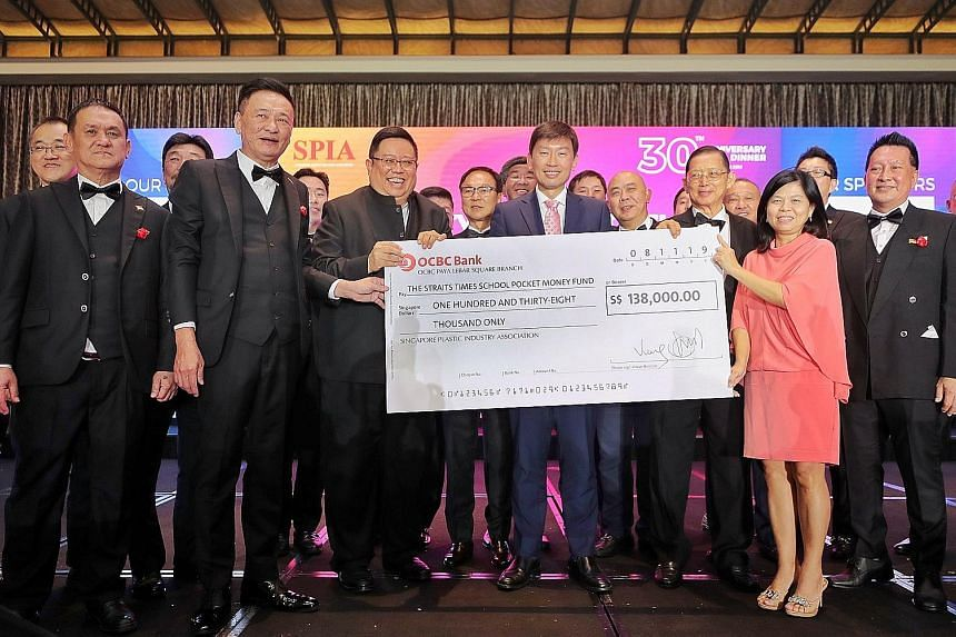 Senior Minister of State for Trade and Industry Chee Hong Tat (centre) at the 30th anniversary of the Singapore Plastic Industry Association, when SPIA donated $138,000 to The Straits Times School Pocket Money Fund (STSPMF). With Mr Chee are (from le