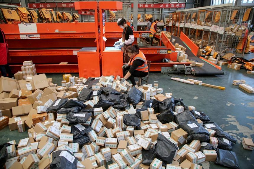 The volume of packaging material used by China's e-commerce and express delivery sectors hit 9.4 million tonnes last year.