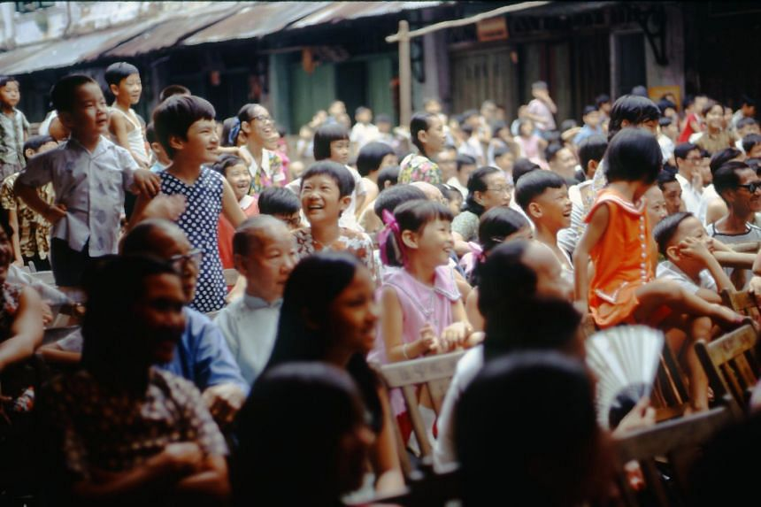 A 1971 snapshot of a crowd watching a Chinese opera performance in Chin Nam Street.