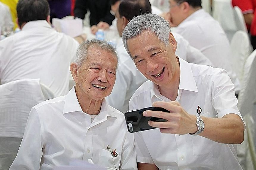 Prime Minister Lee Hsien Loong taking a wefie with former senior parliamentary secretary Phua Bah Lee at the PAP convention at the Singapore Expo on Sunday. Mr Phua was MP for Tampines from 1968 to 1988. ST PHOTO: GAVIN FOO