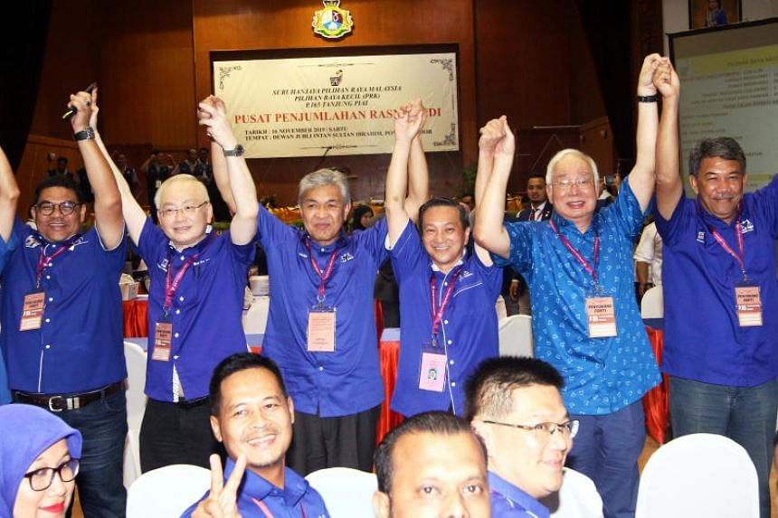 (From left) Tanjung Piai Umno division chief Jefridin Atan, president of Barisan Nasional's Malaysian Chinese Association Wee Ka Siong, Umno president Ahmad Zahid Hamidi, Tanjung Piai's returning MP Wee Jeck Seng, ex-Malaysian premier Najib Razak and