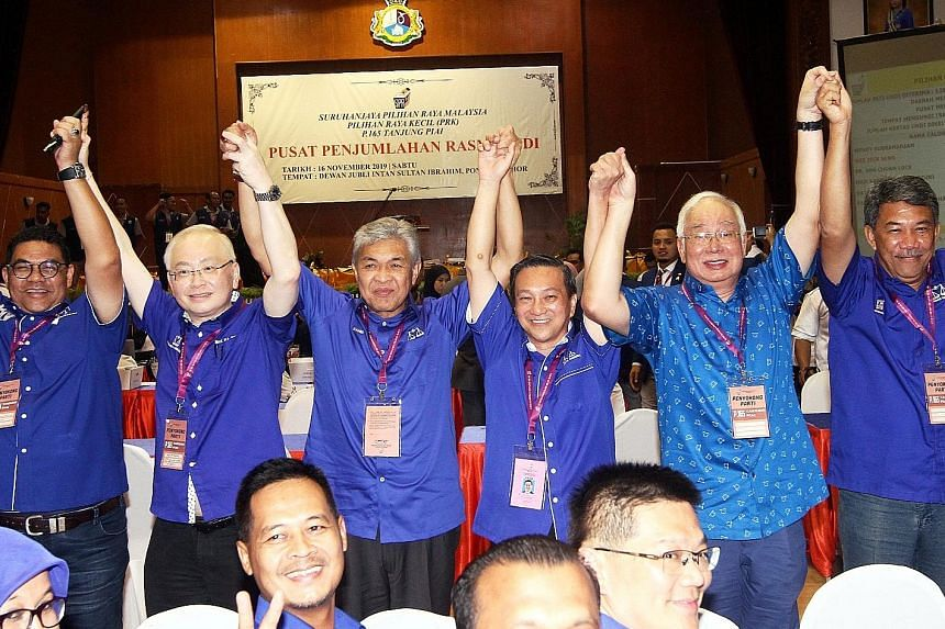 (From left) Tanjung Piai Umno chief Jefridin Atan, president of Barisan Nasional's Malaysian Chinese Association Wee Ka Siong, Umno president Ahmad Zahid Hamidi, Tanjung Piai's victorious candidate Wee Jeck Seng, former premier Najib Razak and Umno d
