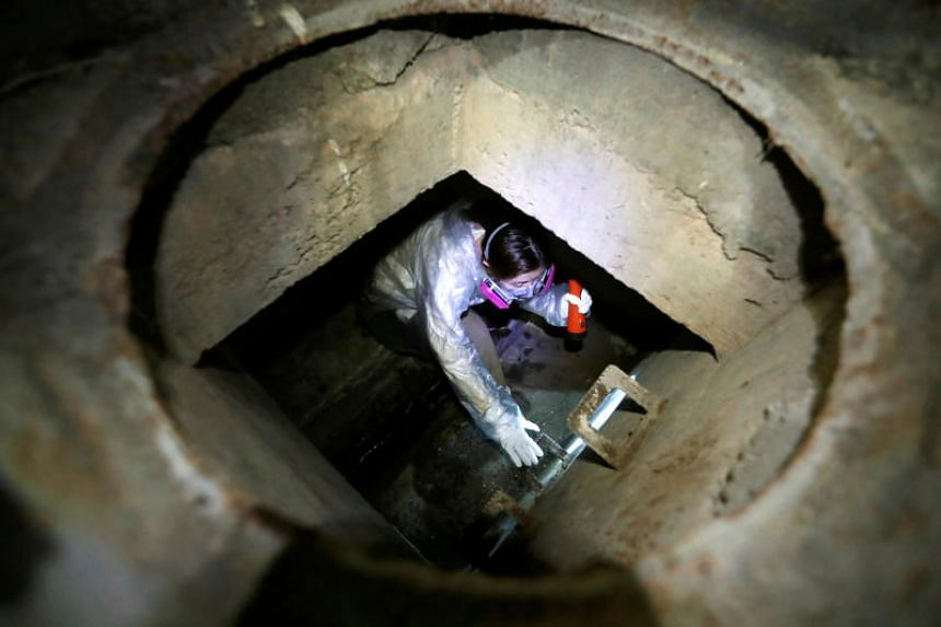 A protester climbs down into a sewer at the Hong Kong Polytechnic University on Nov 19, 2019.