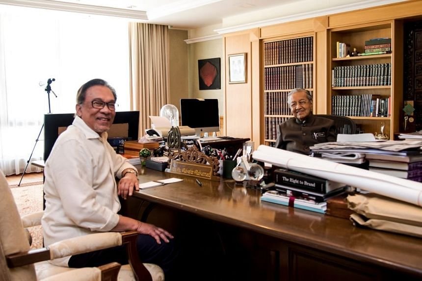 Malaysian MP Anwar Ibrahim said both he and Prime Minister Mahathir Mohamad agreed that the power transition agreed by Pakatan Harapan remains intact.