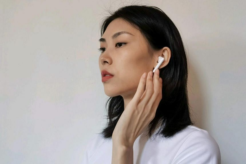 The FreeBuds 3 is super comfortable to wear, especially when it is so lightweight at 5g for each earbud.