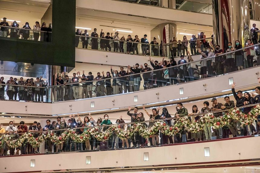 Pro-democracy protesters chant slogans in a shopping mall in Hong Kong on Nov 27, 2019.