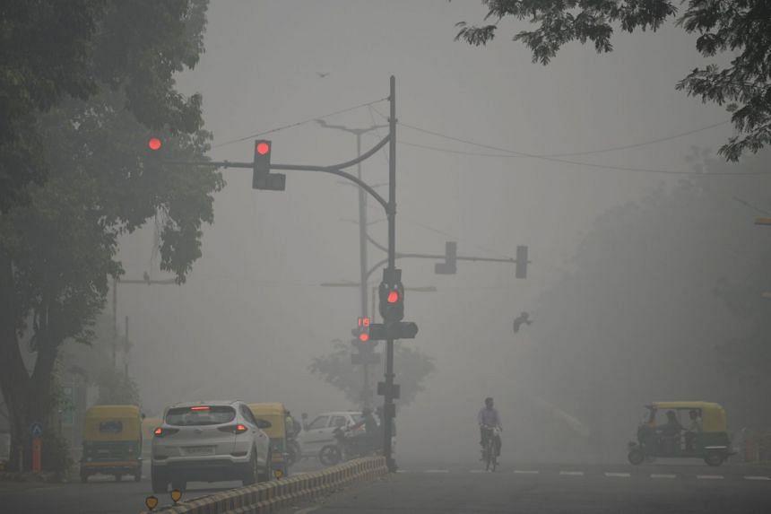 Motorists driving along a road under heavy smog in New Delhi on Nov 3, 2019.