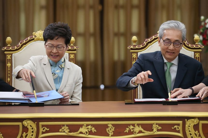 Hong Kong Chief Executive Carrie Lam and Thai Deputy Prime Minister Somkid Jatusripitak sign a memorandum of understanding at Government House in Bangkok on Nov 29, 2019.