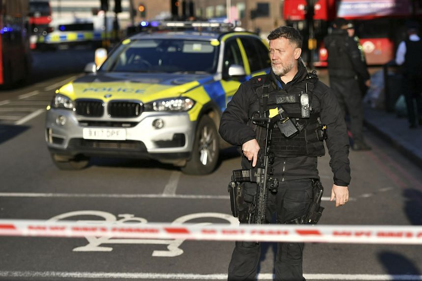 Police at the scene of an incident on London Bridge in central London following a police incident on Nov 29, 2019.