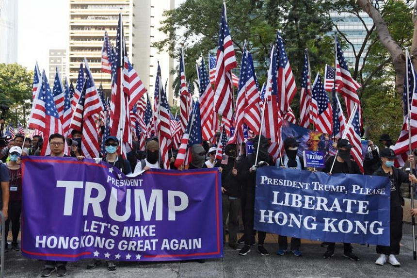 Hong Kong Protesters Sing US Anthem to Thank Trump