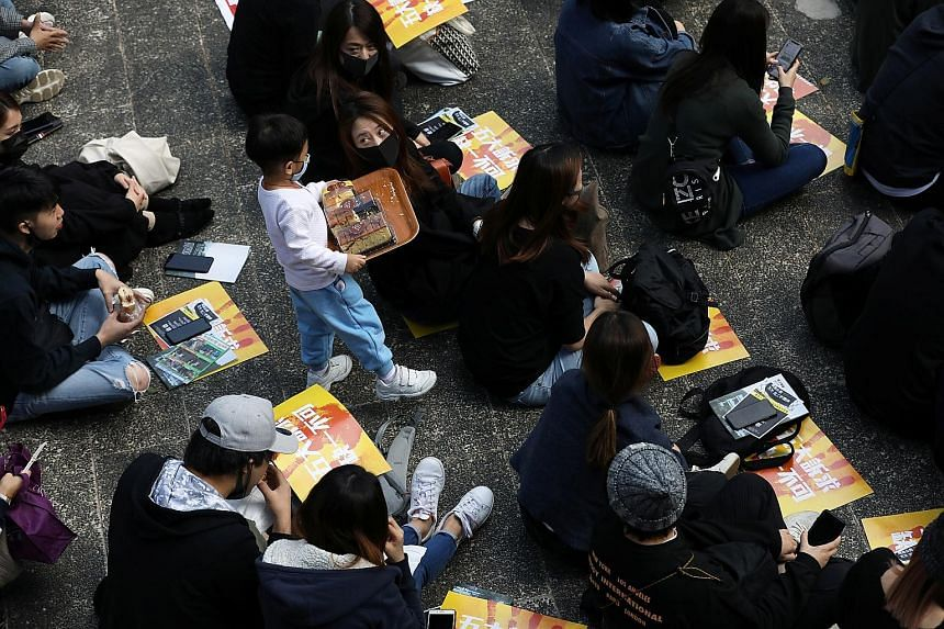 Anti-government demonstrators at Chater Garden yesterday. Hundreds of office workers in the business district gathered yesterday for the first of a week of lunchtime protests backing the pro-democracy movement after its resounding victory in district