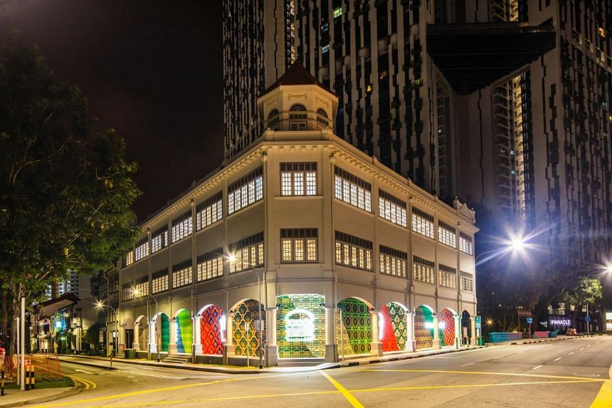 Night view facade of Shake Shack's second outlet in Neil Road.