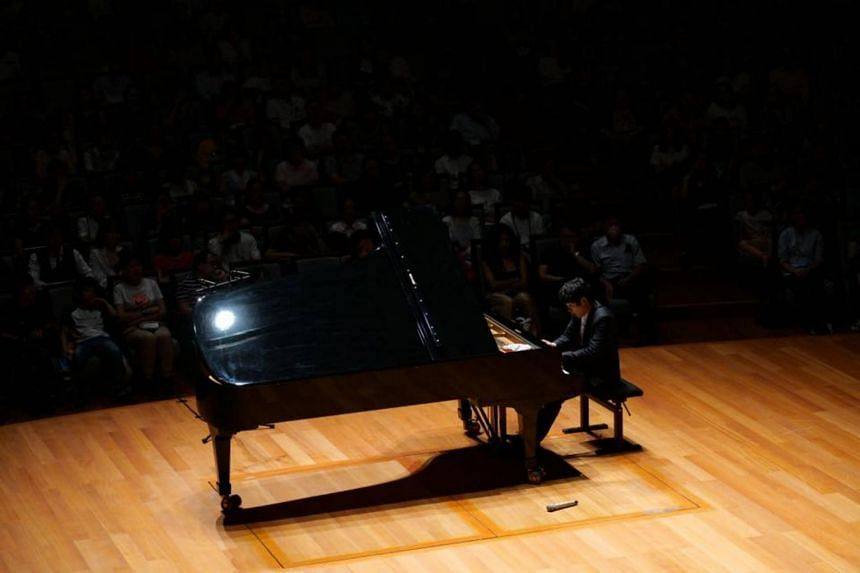 Chinese pianist Haochen Zhang is sparing in pianistic gestures, but there is no lack of expressiveness or character.