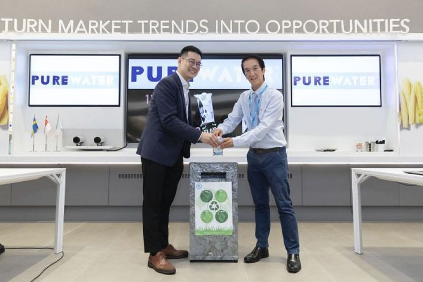 Managing director of Polar Water Distributor Chew Thye Chuan (right) and Mr David Tan, key account director, Tetra Pak Malaysia, Singapore, the Philippines and Indonesia, recycling a used Purewater carton.
