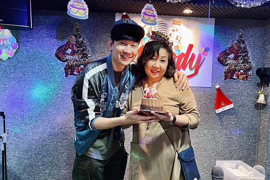 JJ Lin celebrated his mother's birthday at Melody Karaoke, which is said to be owned by Lin's family.