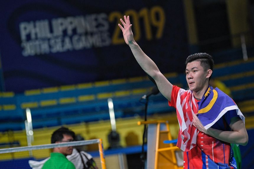 Malaysia's Lee Zii Jia waves to the crowd after winning the SEA Games men's singles.