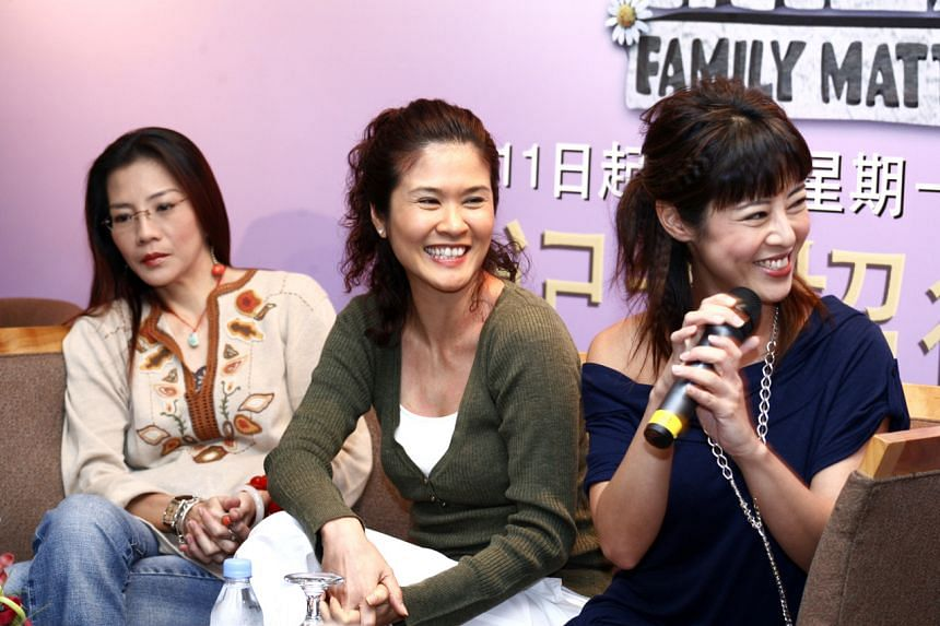 Lin Liyun (left) is seen here with actresses Lin Meijiao and Cynthia Koh at a press conference for drama serial Family Matters (2006).