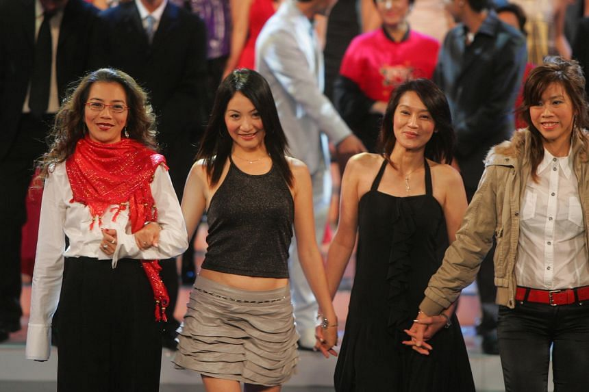 (From left) Lin Liyun appeared at the 2007 Star Awards along with former 1980s actresses Fu Shuiyu, Ye Sumei and Zhong Liqing.