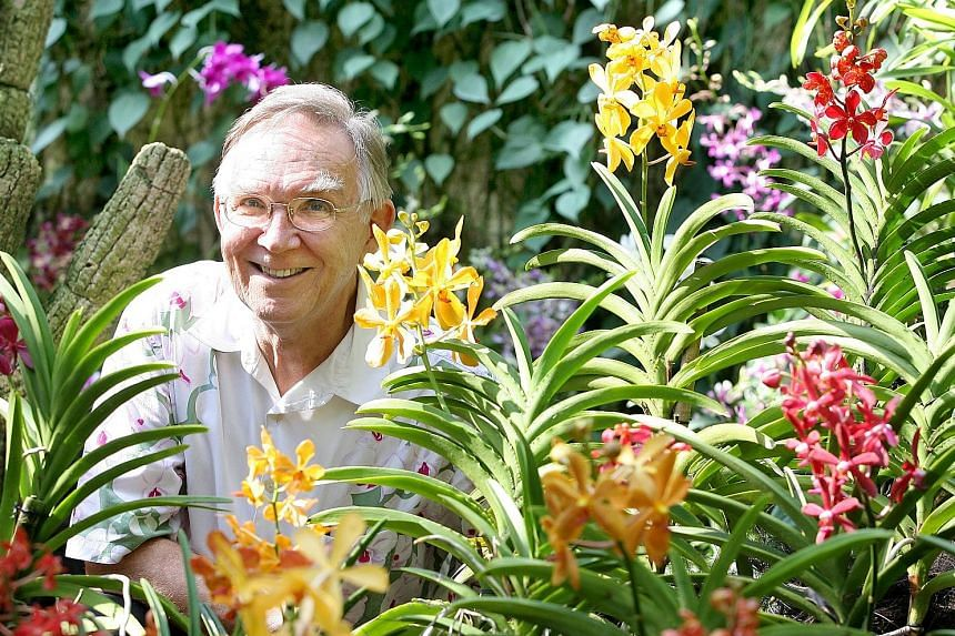 Dr John Elliott was one of the two founding members of the National University of Singapore's psychology programme. He died on Friday, aged 74. ST FILE PHOTO